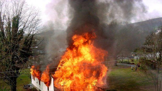 """שריפה פרצה בבניין """"עמיתים"""" בתל אביב"""