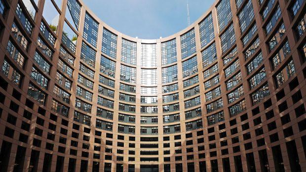 האיחוד האירופי בוחן את מערכת הפנסיה בפולין בעקבות החלטת הממשלה על רפורמה מקיפה