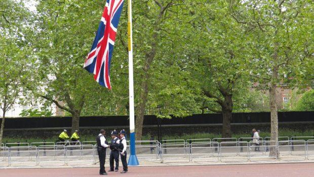 הפיקוח הבריטי מבקש לכפות על הציבור לבדוק מחירי ביטוח פרט