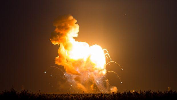 """האם אירוע ההתפוצצות של SpaceX והלוויין """"עמוס"""" מבוטח?"""