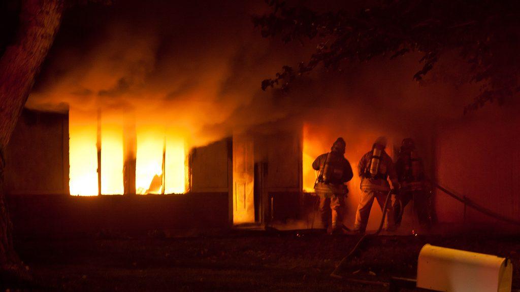 """גלגולה של שריפה בבית עסק, דחיית התביעה, תלונה במשטרה ולבסוף – תשלום חלקי / מאת עו""""ד ג'ון גבע"""