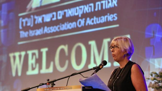 נשיאת אגודת האקטוארים נעמה חשמונאי בכנס אגודת האקטוארים: אגודת האקטוארים רואה חשיבות עליונה בהסדרת מקצוע האקטואריה בישראל