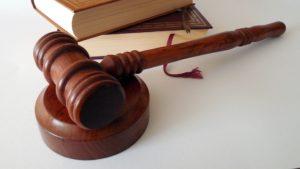 ארבעה עובדים לשעבר של כרמלים סוכנות לביטוח (1977) הגישו בבית המשפט המחוזי בחיפה בקשה למתן צו לפירוקה