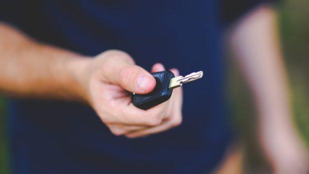 ייצוגית נגד שלמה בטענה להטעיה: הלקוחות סבורים שהם שוכרים רכב מבוטח ללא השתתפות עצמית