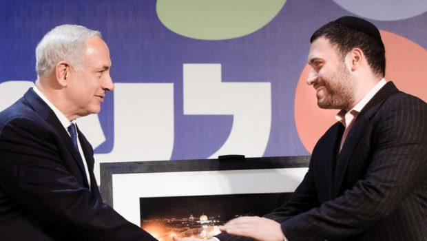הצלם ישראל ברדוגו תובע 210 אלף שקל מלשכת סוכני הביטוח בגין הפרת זכויות יוצרים