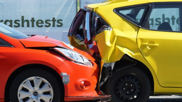 """מתי תיחשב תאונת דרכים """"תאונת עבודה""""? / מאת עוה""""ד עזריאל רוטמן ודקלה ביינר"""