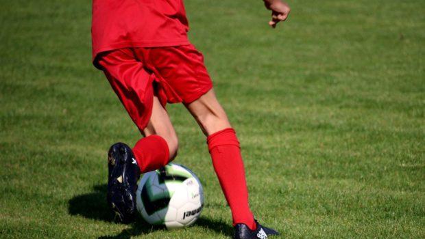 התלמיד נפגע בתאונה במהלך משחק כדורגל בבית הספר – מי אשם?