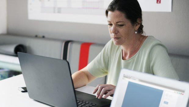 ועדת הכספים קוראת לאוצר לתמוך בקידום הצעת חוק מטעמה שתאפשר להעלות את גיל הפרישה לנשים