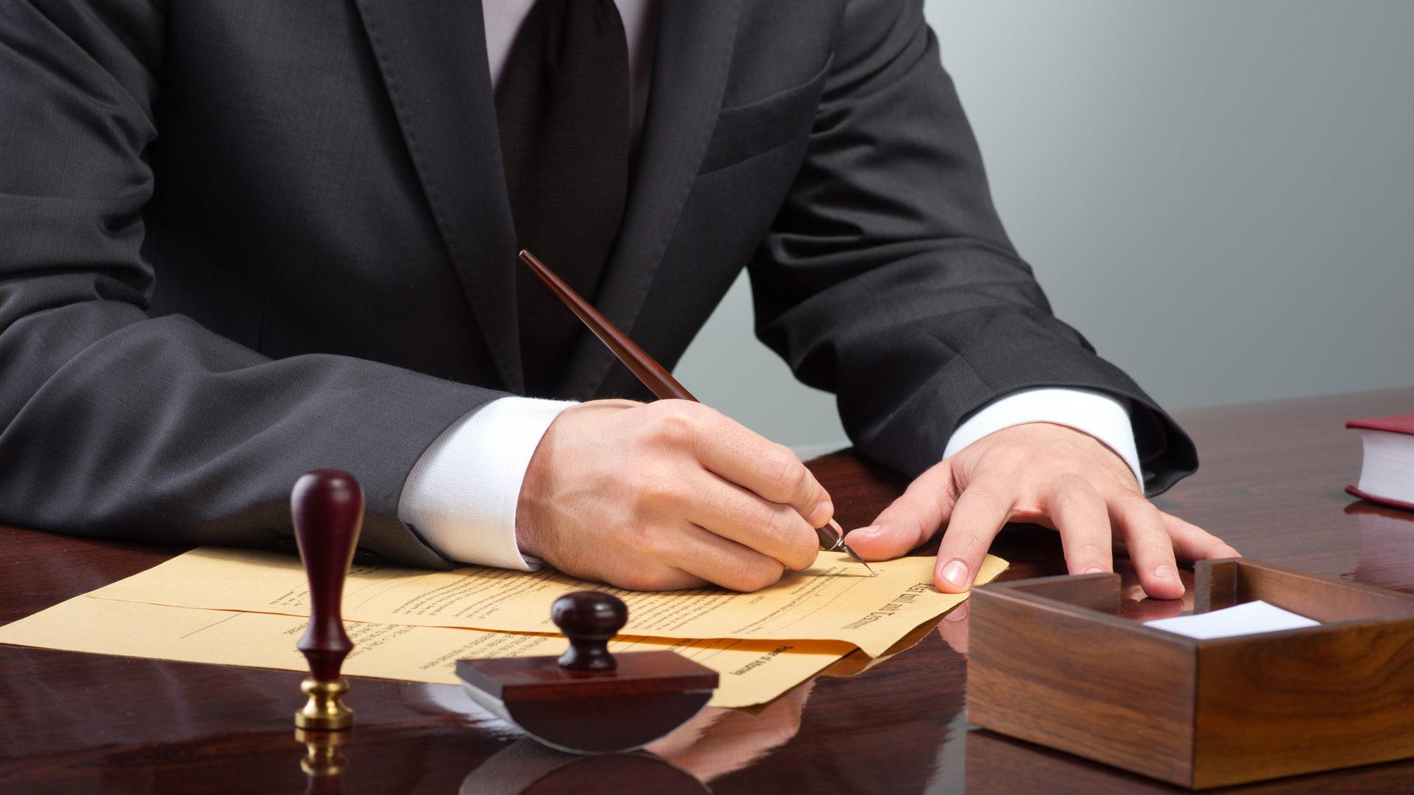 טיוטה שניה לחוזר אישור קיום ביטוח: אישור הביטוח יוכל להרחיב את תנאי הפוליסה; סתירה בין הפוליסה לאישור תפורש לטובת המבוטח בלבד