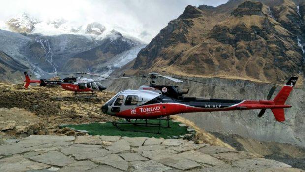 הפניקס חילצה מטיילת שלקתה במחלת גבהים ממעבר הרים בנפאל