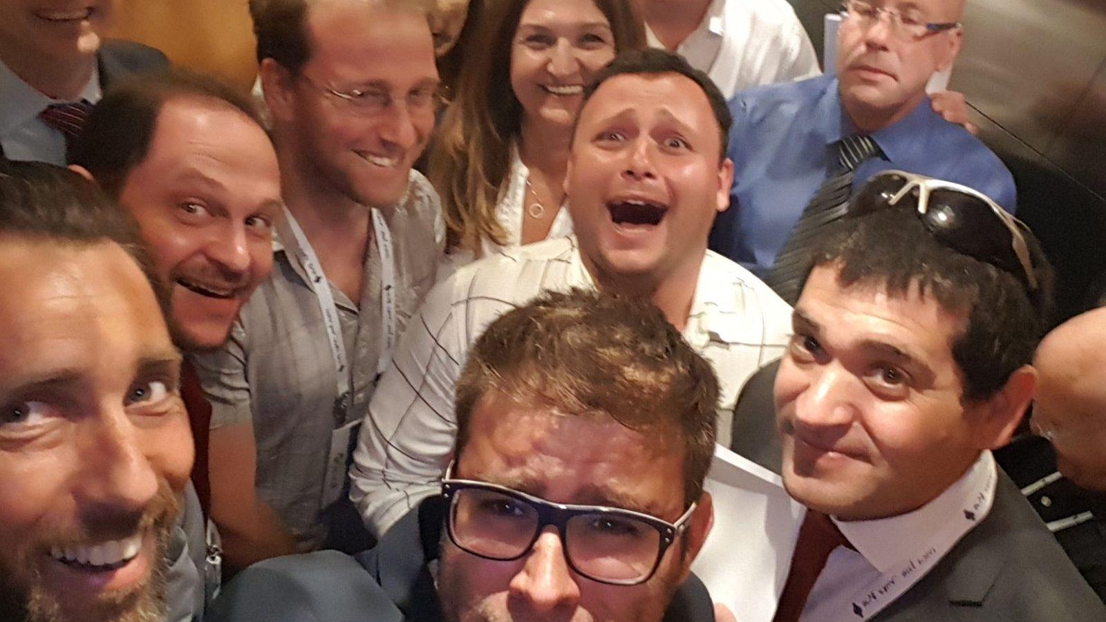 הנהגת המדינה והנהגת הלשכה – תקועים במעלית