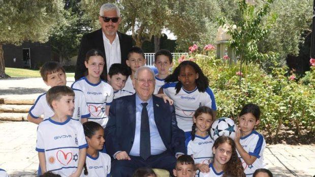 נשיא המדינה אירח את ילדי מגדל לאחר ביטול המשחק עם נבחרת ארגנטינה