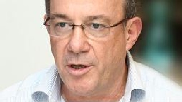 השמאי אורי נס תובע 730 אלף שקל ממנורה מבטחים בגין נזקי סערה בביתו ברמת השרון