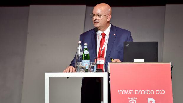 """אלון קצף, יו""""ר PassportCard, בכנס הסוכנים השנתי: תענוג לראות סוכן ביטוח ישראלי מסביר לסוכן אוסטרלי שסוכן יכול למכור ביטוח נח""""ל"""