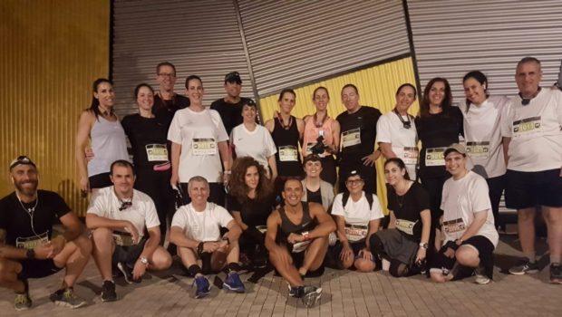 קבוצת הריצה של AIG סיימה בהצלחה את Jaybird Desert NightRun