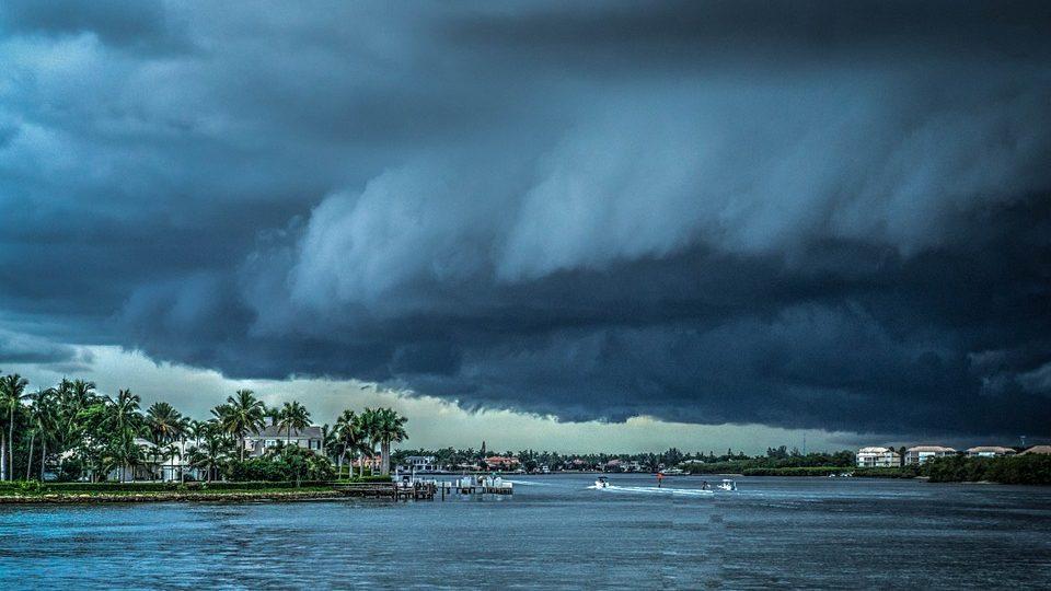 בית המשפט הכיר בתביעה לנזקי סערה למרות שכיסוי זה הוסר בפוליסה בעת החידוש