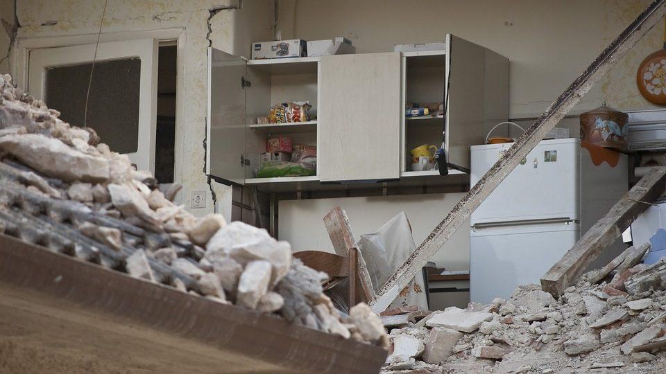 """פיצוי מבוטח בשל נזקים שנגרמו למבנה בעקבות רעידת אדמה / מאת עו""""ד ג""""ון גבע"""