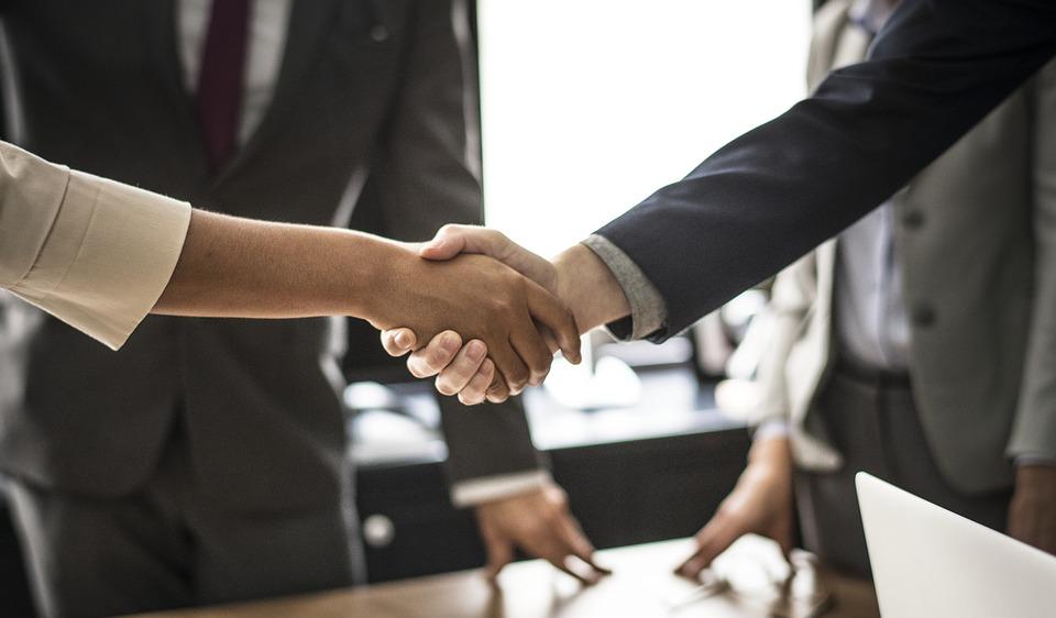 סוכנות הביטוח משאבים תובעת עובד לשעבר לאחר שלדבריה עזב את החברה ונטל את לקוחותיה