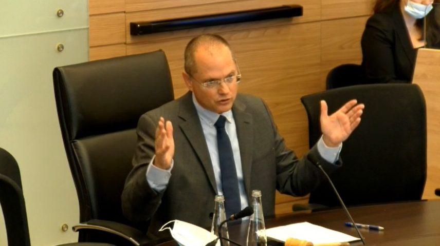 """יו""""ר ועדת הכספים עודד פורר ביקש מברקת לעכב את כניסת חברות האשראי לענף הביטוח"""