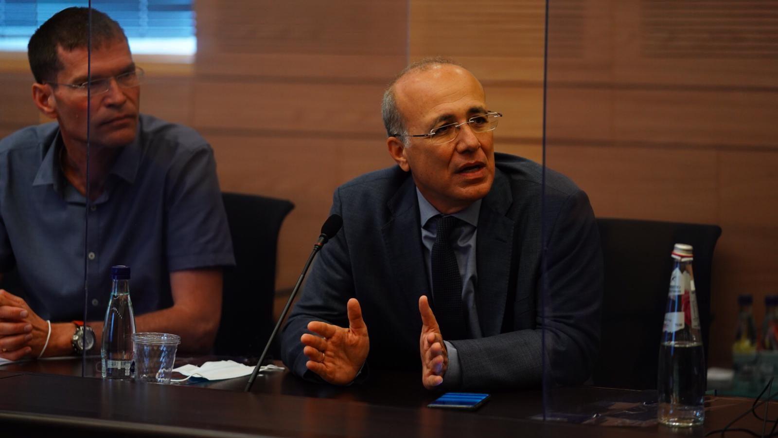 ועדת הכספים האריכה את הוראת השעה שמגבילה את המוסדיים בגביית הוצאות ישירות