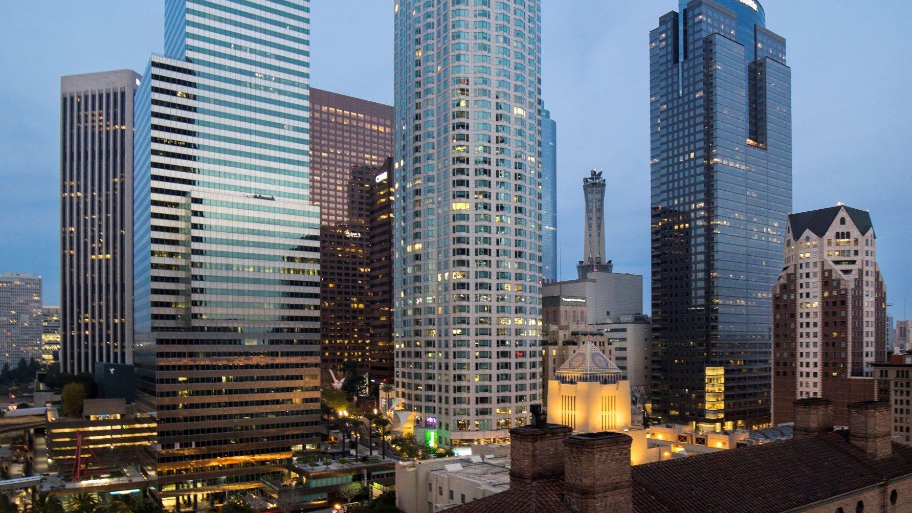 מגדל, מנורה מבטחים ו-Silverstein Properties רוכשות את US Bank Tower בלוס אנג'לס