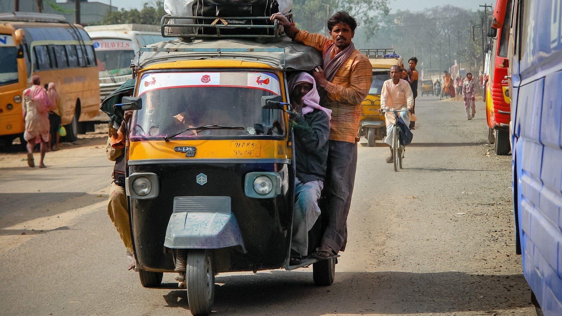 מבטחי החיים בהודו מעלים מחירים, אך ההכנסה הכוללת בירידה
