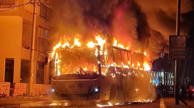 האוטובוס שהוצת בבני ברק: אפיקים מבוטחת באיילון באמצעות רמות