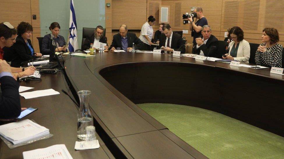 ועדת הכספים אישרה מתווה מדורג בתקנות ההשקעה של המוסדיים בתשתיות בישראל