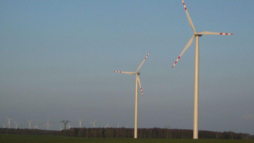 הראל ואשטרום רוכשות זכויות לייצור חשמל מאנרגיית רוח בפולין